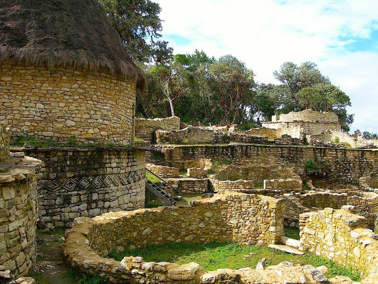 De gamle ruiner i Kuelpa i Chachapoyas-rgionen i det nordøstlige Peru.