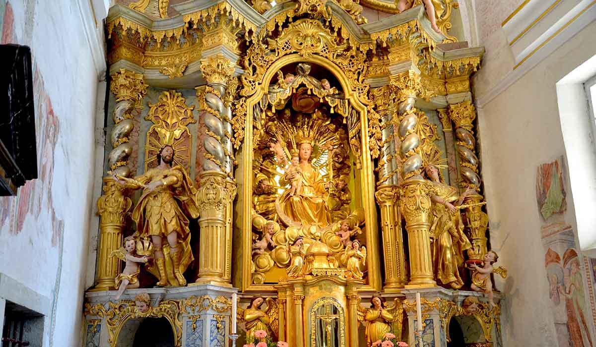 Den lille Maria-kirke på Bled-øen er berømt for sit overdådige guldalter, der er virkelig detaljeret og smukt udført. Her kan man sagtens få et par timer til at gå med at studere alle de små finesser.