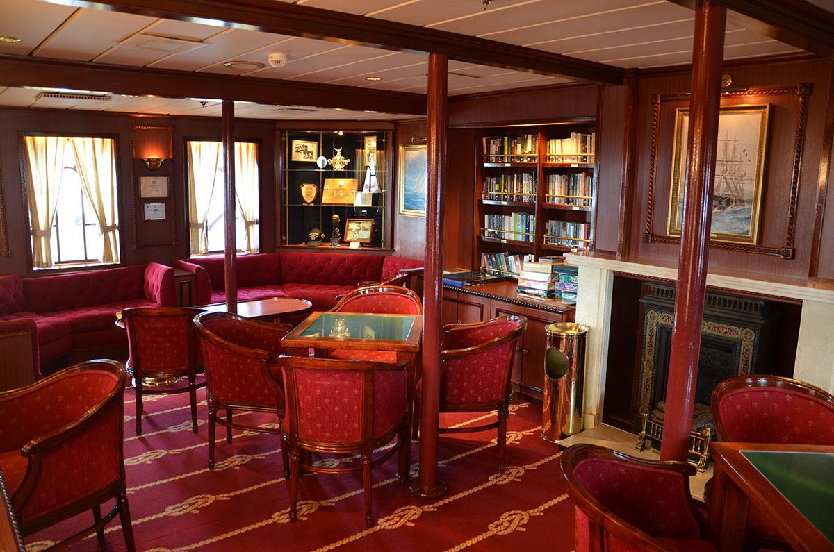 Det klassiske bibliotek ombord på Star Clipper