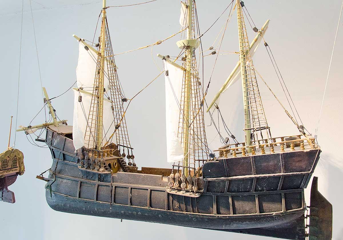 En model af Jens Munks skib Enhjørningen, som den kunne havde set ud
