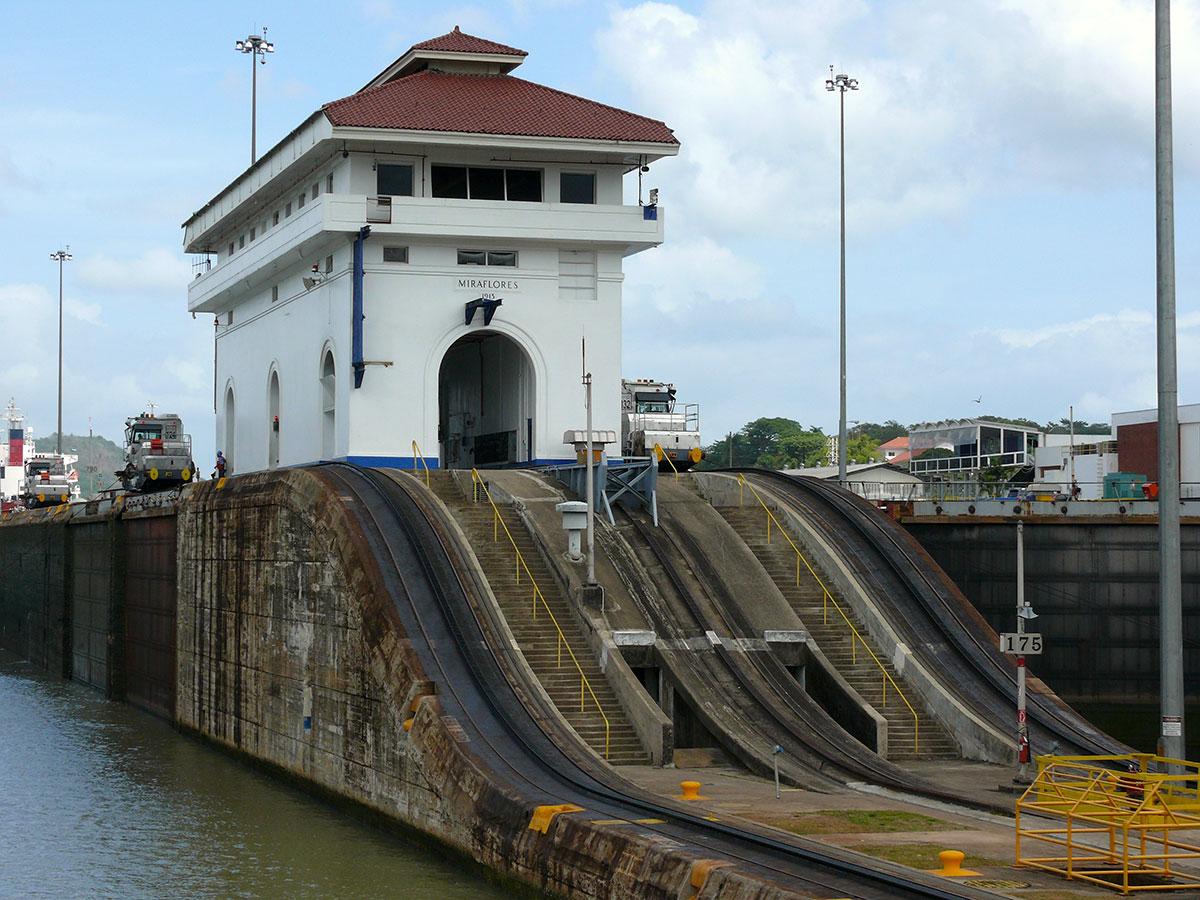 Første-sluse-i-Panamakanalen1