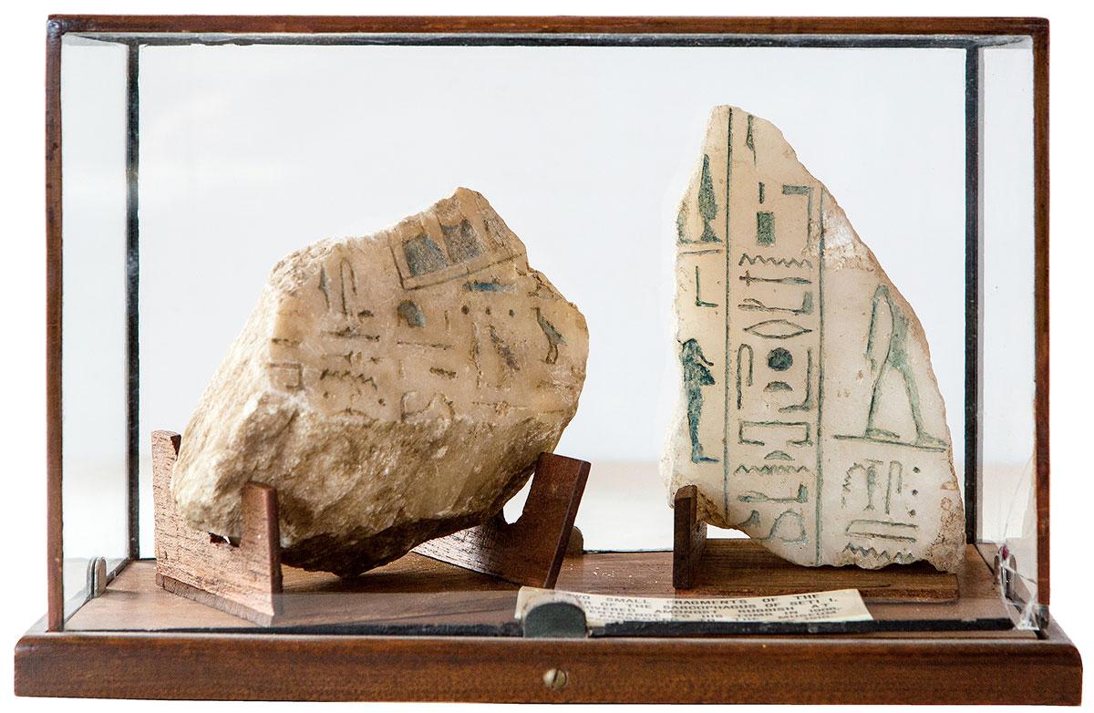 Fragmenter af kistelåg fra Seti I's alabasterkiste