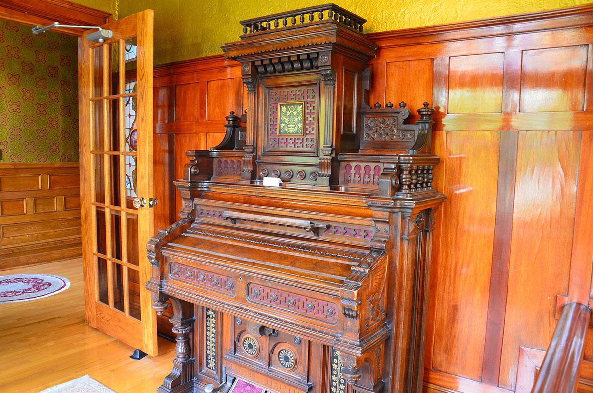 Her familien Logheeds fine orgel