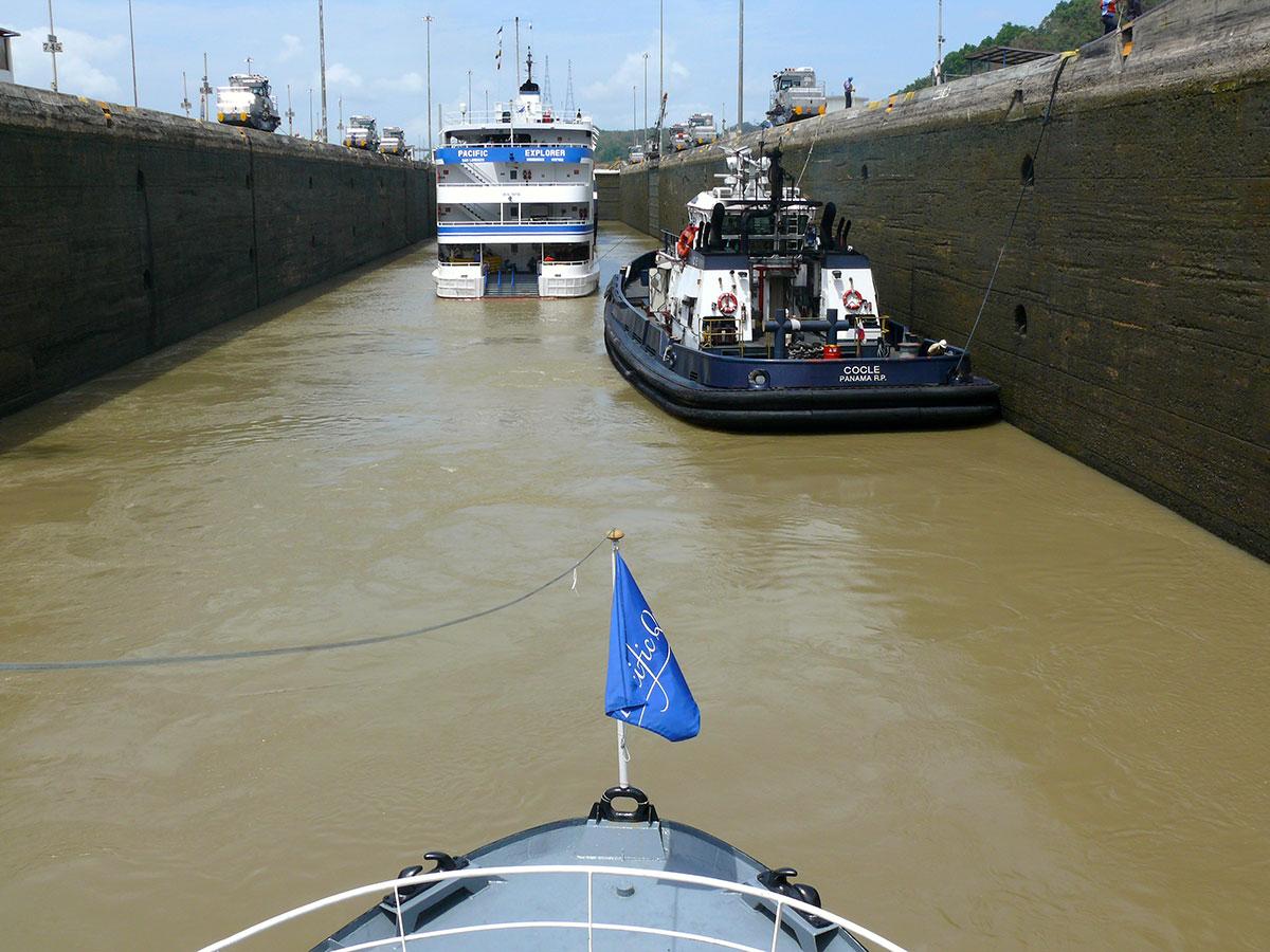 Inde-midt-i-Panamakanalen1