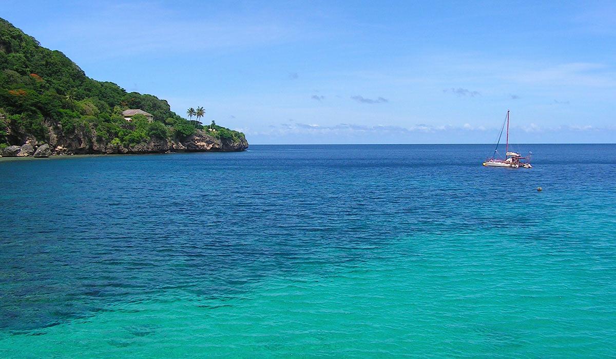 Juleøen er kendt for de gode dykkermuligheder og vandet er krystalklart.