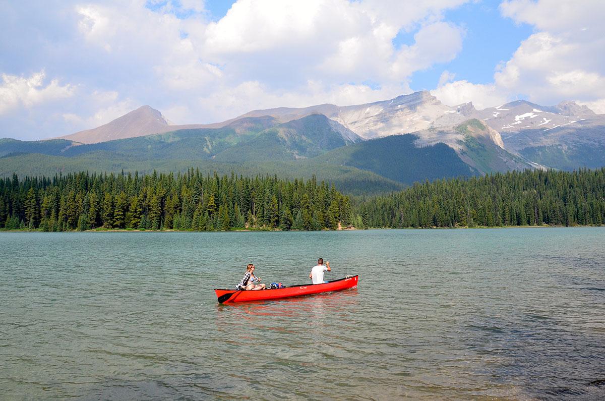 Kanosejlads på Maligne Lake