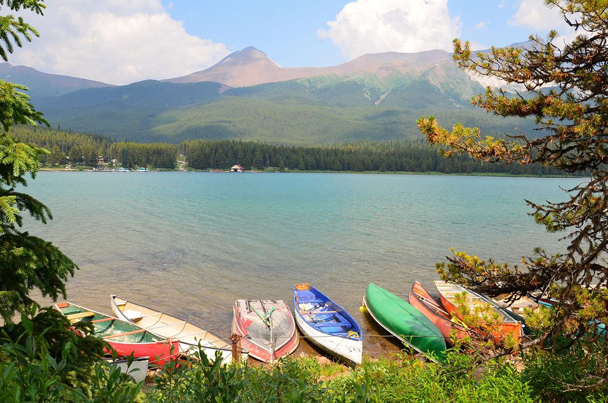 Maleriske omgivelser omkring Maligne Lake