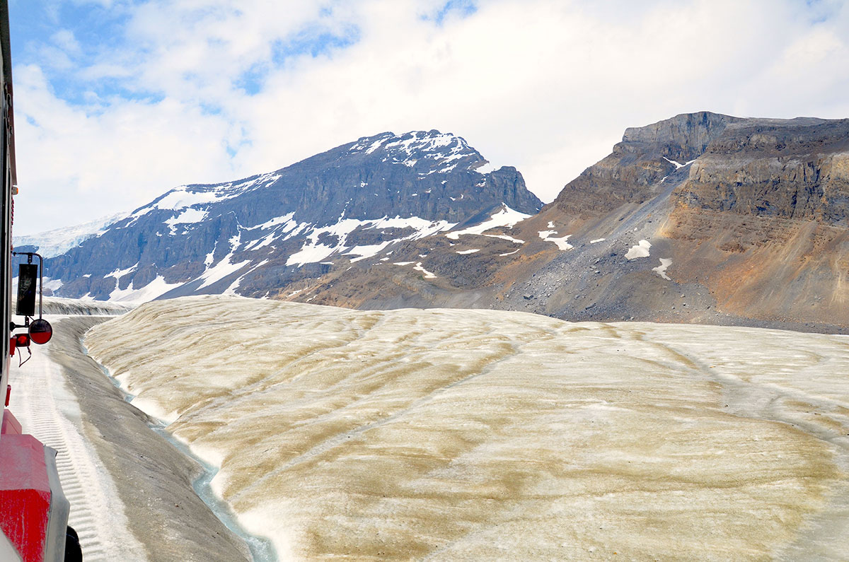 Med Ice Explorer på vej ud på gletsjeren