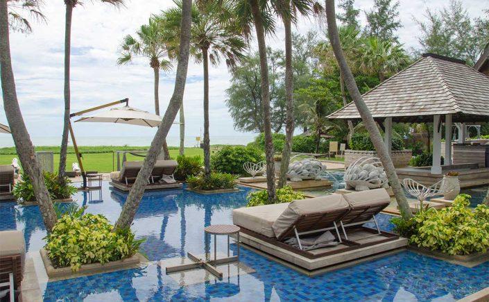 Poolområdet på Anantara Maoi Khao Hotel i Phuket