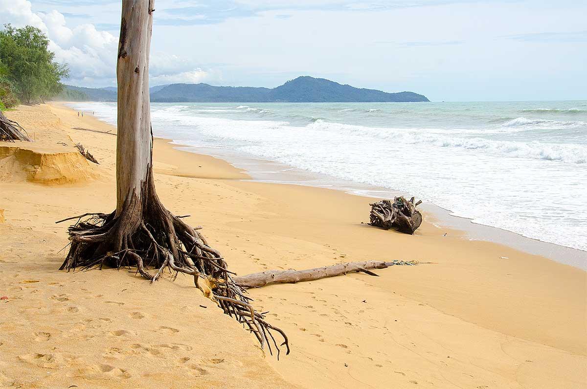 Stranden i det nordvestlige Phuket, Thailand