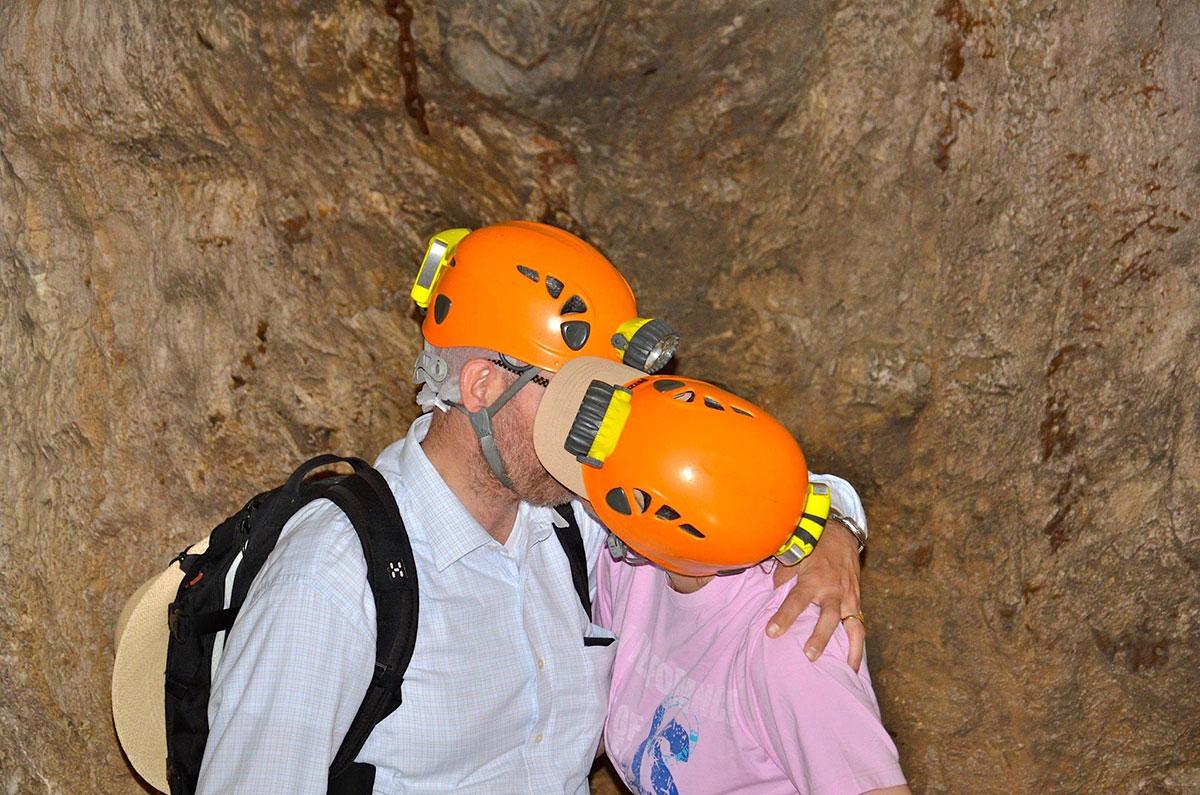 To-forelskede-huleboer,-der-er-på-vej-til-at-blive-gift